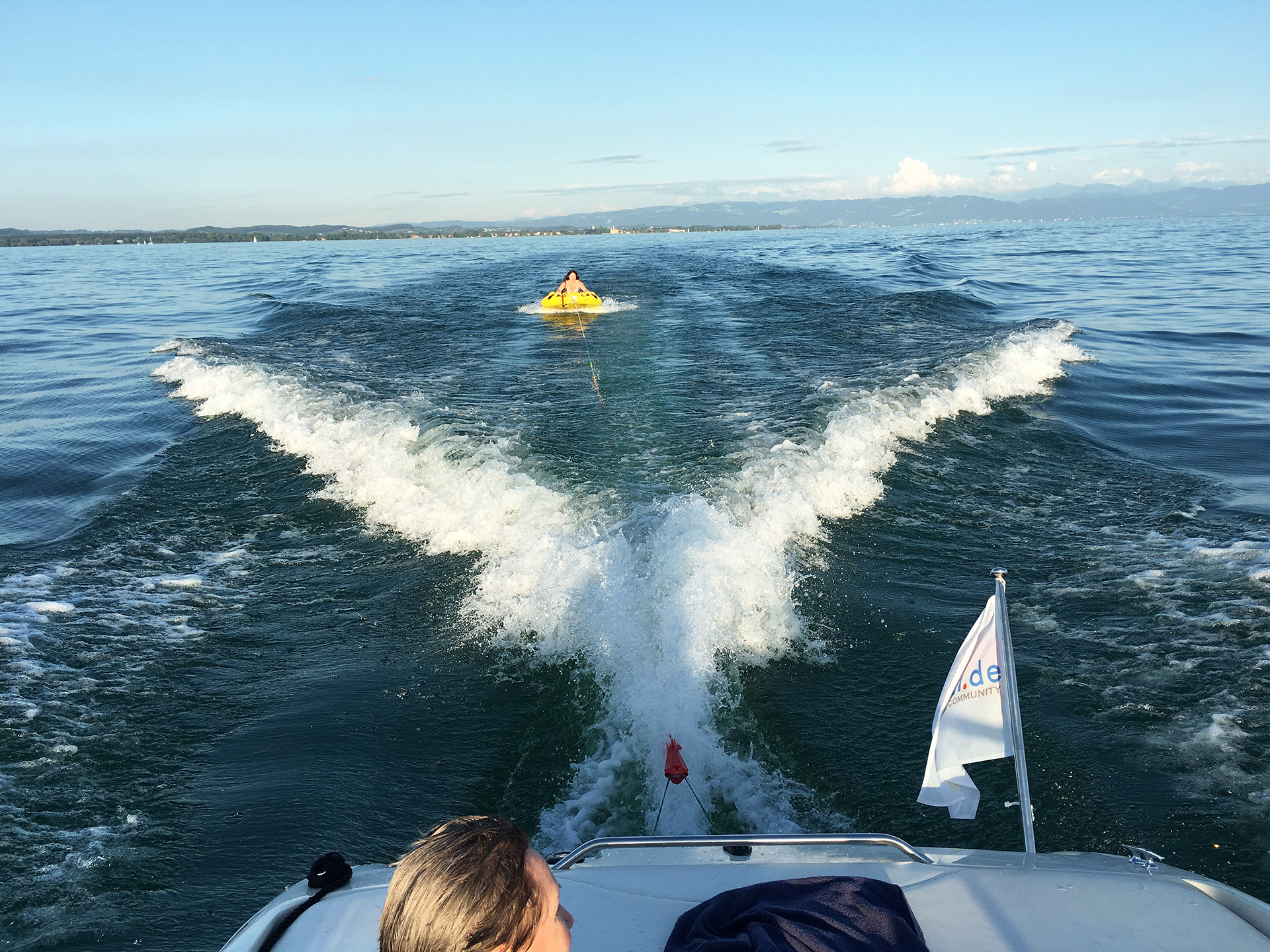 Wasser-Fun auf dem Bodensee und Badeausflüge mit BODENSEEBOOT.DE